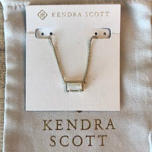 Kendra Scott Pattie Necklace in Gold and Pearl.